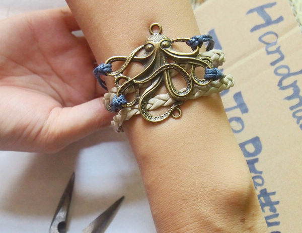 octopus bracelet navy blue with grey