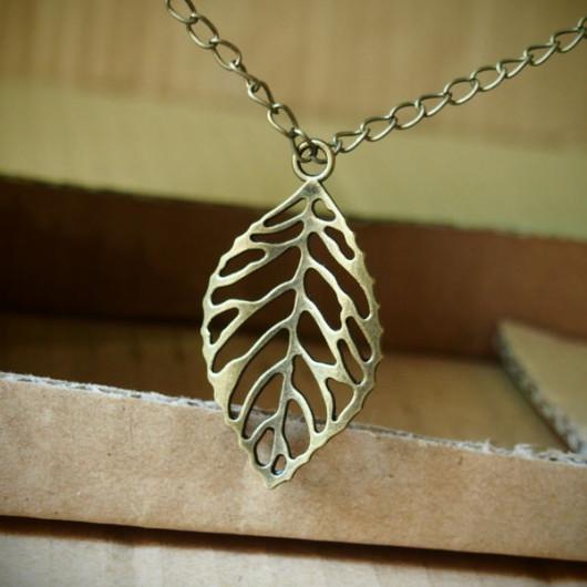 Bronze-Vintage-Leaf-Necklace