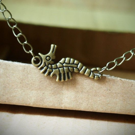Hippocampus-animal-necklace
