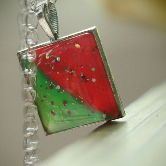 hand-paiting-necklace-unique-red-and-green-color