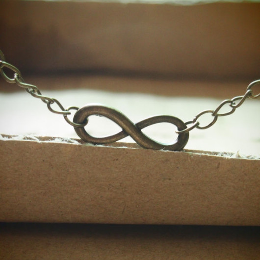 infinity-necklace-bronze