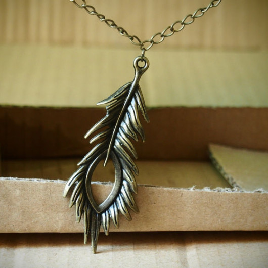 peacock-feather-necklace-vintage-style