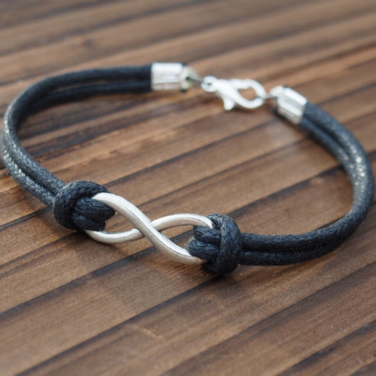 handmade-bracelet-diy-infinity-friendship-bracelet