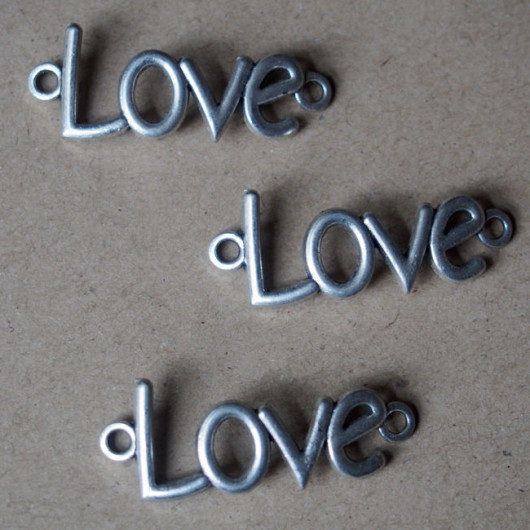 Love-pendants-letters-alloy