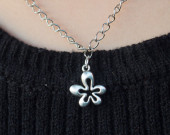 Five-leaves-good-luck-necklace-in-silver