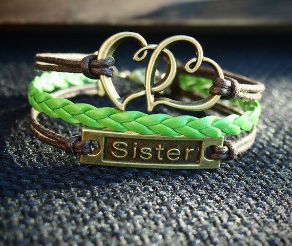 sister-bracelet-heart-to-heart-charm