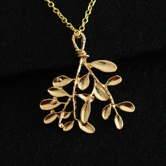 branch-with-leaf-necklace-gold
