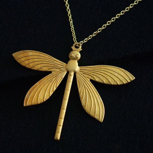 gold-necklace-dragonfly-for-mom
