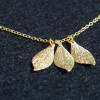 necklace-3-leaves-18k-gold-for-mom-womem