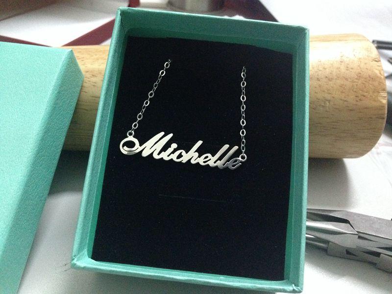 monogram-necklace-paking