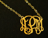 name-monogrammed-necklace-for-mom