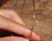 heart-to-heart-bracelet-wire-bracelet-gold