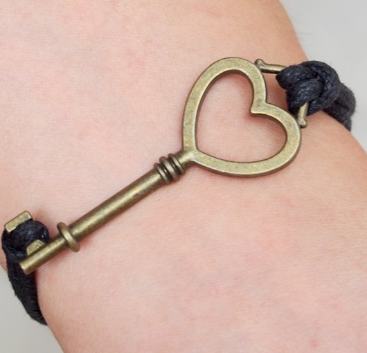 heart-key-bracelet