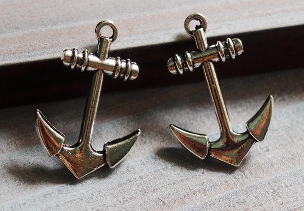 silver-anchor-pendants
