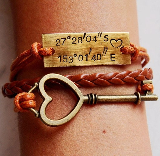 location-bracelet-key-bracelet-gold