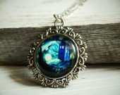 doctor-whoe-necklace-silver