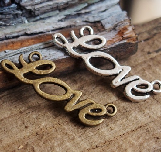 letters-pendants-Love
