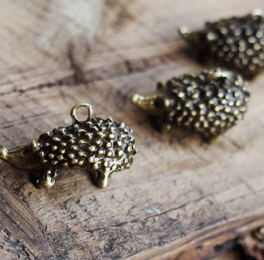 vintage-charms-Hedgehog