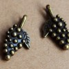 vintage-charms-grapes