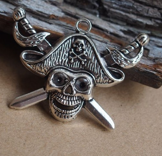 big-Pirate-Skull-pendants