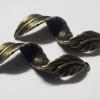 curved-leaf-pendant-bronze